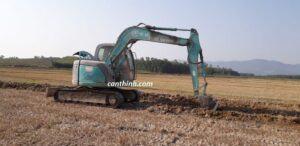 Xe ủi xe đào công ty dồn điền Hành Thịnh huyện Nghĩa Hành
